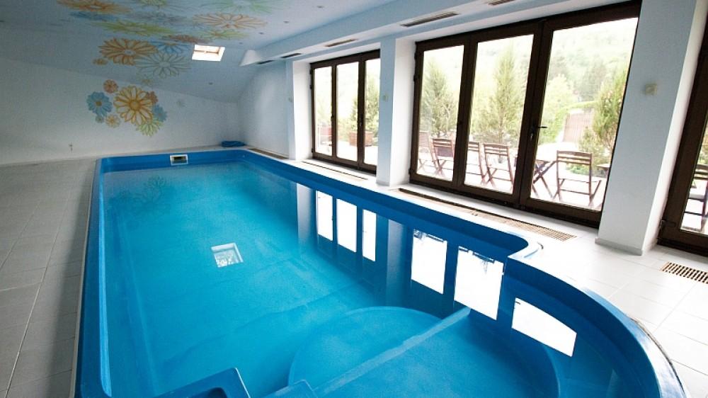 Piscina incalzita la munte piscina interioara ferma club 5 for Cazare cu piscina interioara valea prahovei